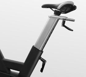 BRONZE GYM S1000 PRO Спин-байк - Регулировка сидения по вертикали и горизонтали