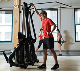 MATRIX NEW Rower Гребной тренажер - Оптимизируйте пространство в клубе, если тренажер не используется