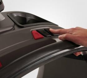 MATRIX T70XIR Беговая дорожка - Клавиши управления скоростью и наклоном soft-touch