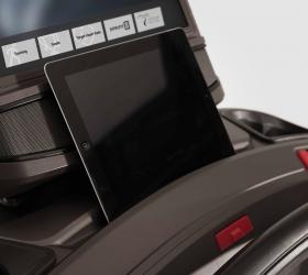 MATRIX TF30XR Беговая дорожка - Удобный отсек для расположения мобильных устройств и планшетов