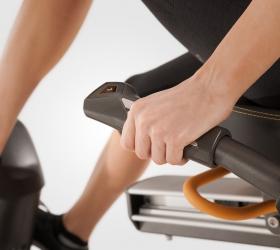 MATRIX R30XR Горизонтальный велоэргометр - Мониторинг пульса и управление нагрузкой, не вставая с сиденья и не прерывая тренировку
