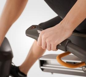 MATRIX R50XER Велоэргометр - Мониторинг пульса и управление нагрузкой, не вставая с сиденья и не прерывая тренировку