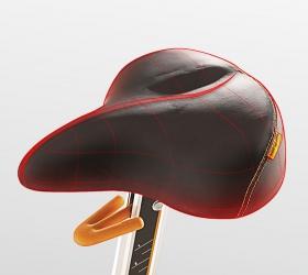 MATRIX U50XR Вертикальный велоэргометр - Сиденье Comfort Arc™ эргономически сконструировано таким образом, чтобы обеспечить максимальный комфорт, поддержку и баланс во время тренировок