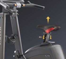 MATRIX U30XR Вертикальный велоэргометр - Вы можете присоединить рукоятки, сиденье и педали шоссейного велосипеда, чтобы максимально смоделировать реальную гонку