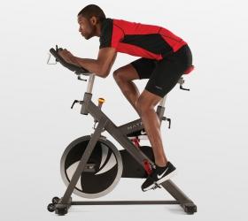 MATRIX ES Спин-байк - Максимальное количество регулировок позволит занять оптимальное положение для продолжительной тренировки