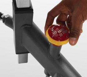 MATRIX ES Спин-байк - Колодочная нагрузка с ременным приводом и кнопкой бесшаговой регулировки нагрузки с возможностью экстренной остановки