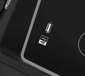 CARBON PREMIUM WORLD RUNNER T2 Беговая дорожка - USB-разъем для воспроизведения аудио и зарядки мобильных устройств
