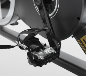 BRONZE GYM S800 LC Спин-байк - Педали типа Toe Clip