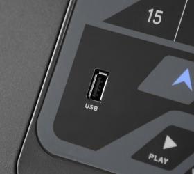 OXYGEN QUANTA II AL HRC Беговая дорожка - USB вход для прослушивания музыки и зарядки мобильного устройства