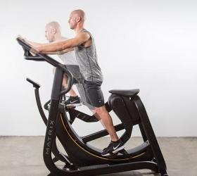 Matrix S-FORCE Performance Trainer - Два варианта положения тела для тренировки различных мышечных групп: вертикальное задействует икроножные и мышцы задней поверхности бедра, в то время как положение с наклоном вперед фокусируется на квадрицепсах