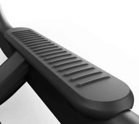 Matrix S-FORCE Performance Trainer - Платформы для ног и оптимально расположенное сиденье добавят стабильности при заходе и спуске с тренажера
