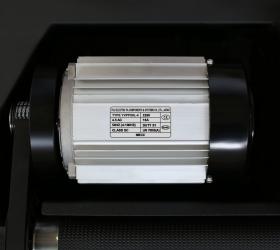 BRONZE GYM T950 PRO BLACK HAWK Беговая дорожка - Двигатель мощностью 4.5. л.с. переменного тока (7.2 л.с. в режиме пиковой мощности)