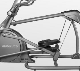 "BRONZE GYM XE902 PRO Эллиптический тренажер - Платформа Advanced Suspension Tracking™ - технология ""плавающих педалей"""