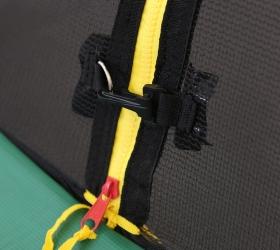 ARLAND Батут премиум 14FT с внутренней страховочной сеткой и лестницей (Dark green) - Защитный карабин для четкой фиксации обеих частей сетки