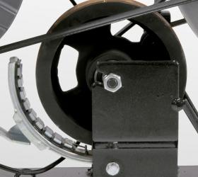 BH FITNESS i.SPADA 2 RACING Спин-байк - Первый элемент двойной тормозной системы