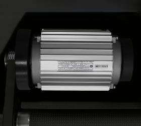 BRONZE GYM T820M Беговая дорожка - Двигатель мощностью 3.5. л.с. (5.5 л.с. в режиме пиковой мощности)