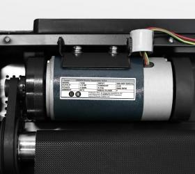 CARBON FITNESS T220 Беговая дорожка - Двигатель с мощностью 1,5 л.с., разработанный американской компанией LEESON
